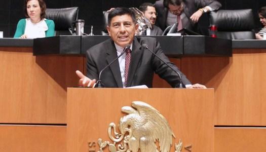 ¿Por qué Salomón Jara se fue del Senado al votar la Reforma Educativa?