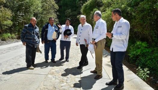 Gobierno de AMLO lleva más de 120 km de caminos construidos en Oaxaca