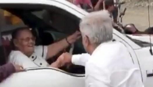 ¿Qué significó el saludo de AMLO a la mamá del Chapo Guzman?