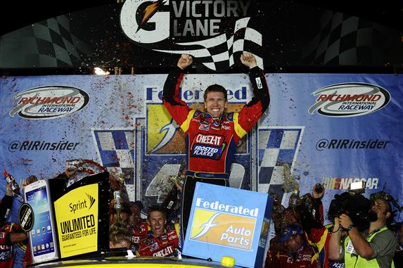 carl_edwards_victory_lane_richmone_2013