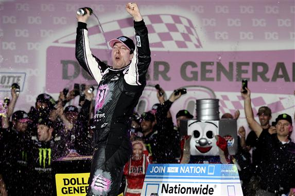 nascar_nationwide_cms_101113_kyle_busch_victory_lane