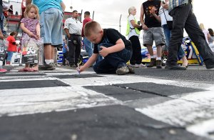 NASCAR-YOUNG-FANS