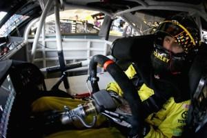 681667325BO00190_NASCAR_Spr