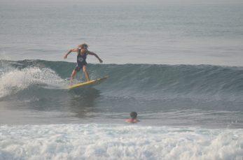 Felix surfing Madiha Surf Point Sri Lanka 2018 November (S1) (8)