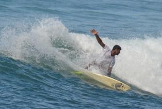 Kavindu Surfing Madiha Surf Point Sri Lanka (5)