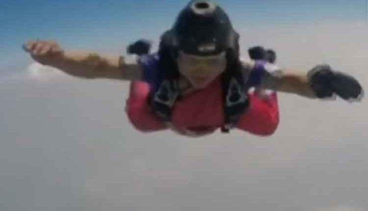 स्कायड्रायव्हिंग
