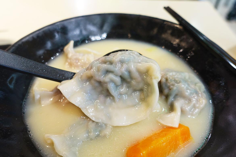 餃子屋 dumpling house