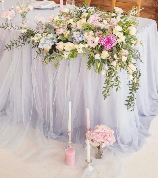 Свадебная цветочная композиция угловая