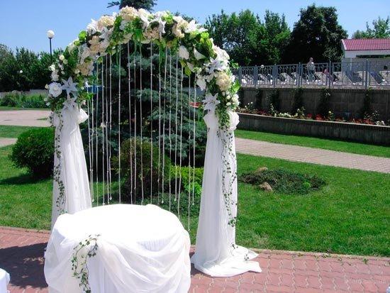Арка в белом цвете на свадьбу Долгопрудный