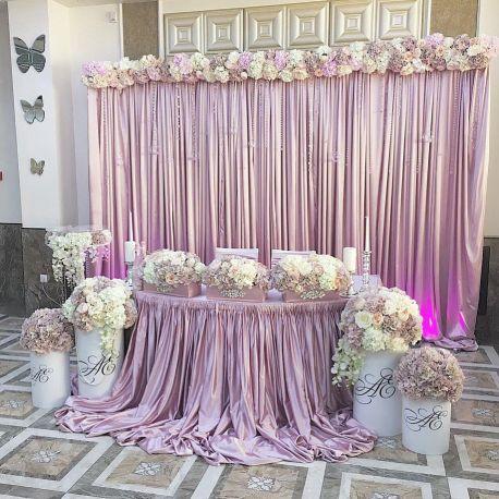 оформление свадьбы тканью атласом