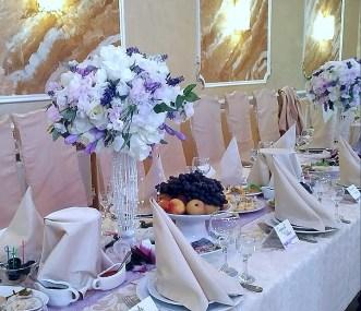 Украшение гостевых столов в лавандовом цвете