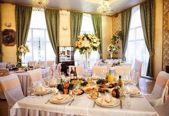 Оформление свадебного зала цветами