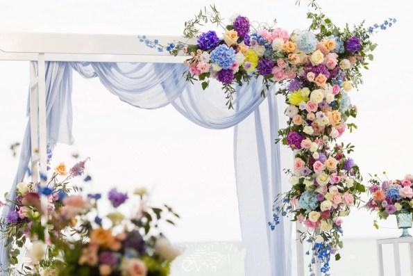 Арка свадебная в голубом цвете
