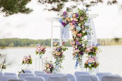 Арка на свадьбу белая с голубым