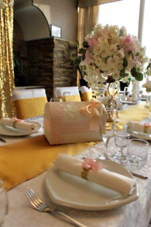Сундучок для денег на свадьбу в золотом цвете