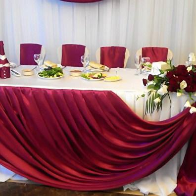 Украшение стола на свадьбу в красном цвете