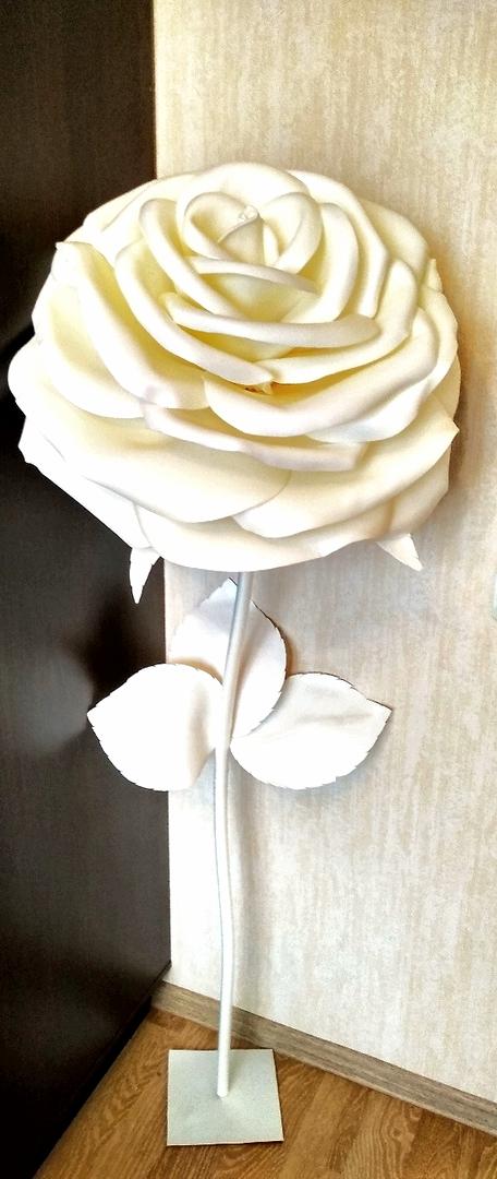 Ростовая роза из изолона белая