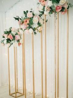 Композиции на задник для свадьбы на стойках геометрия