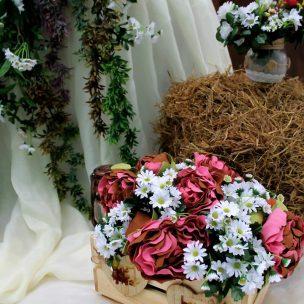 Короба с цветочными композициями ручной работы для рустик свадьбы