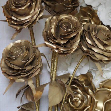 Ростовые розы в цвете золота