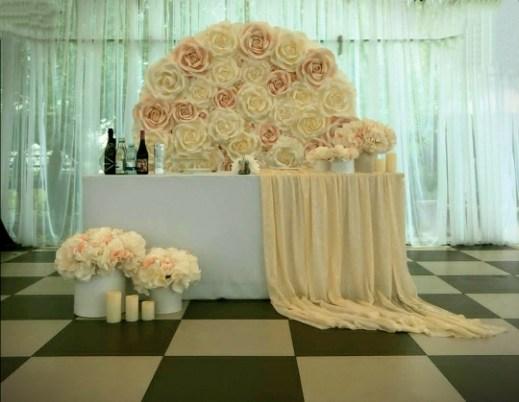 оформление свадебного стола в шатре