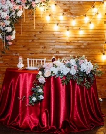 Красная свадьба в ретро стиле