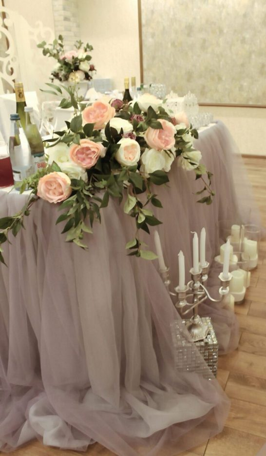 Оформление зала на свадьбу цветами пудрового цвета