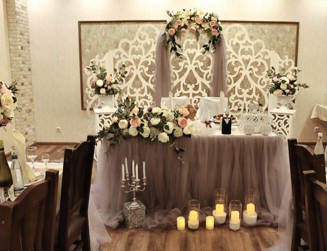 Оформление зала на свадьбу в сером цвете