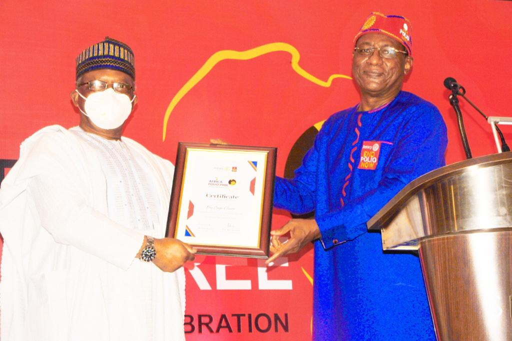 Dr Tunji Funsho presents Certificate of Appreciation to Dr Ehanire Osagie , Hon. Minister of Health, Federal Republic of Nigeria.