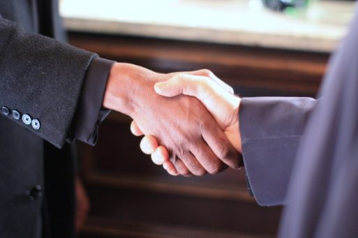 """. בראש החטיבה יעמוד ליאור רביב שימונה לתפקיד משנה למנכ""""ל, מנהל חטיבת הלקוחות וערוצי ההפצה וממונה השירות, חבר הנהלה של מגדל ביטוח בכפיפות ישירה למנכ""""ל מגדל ביטוח."""