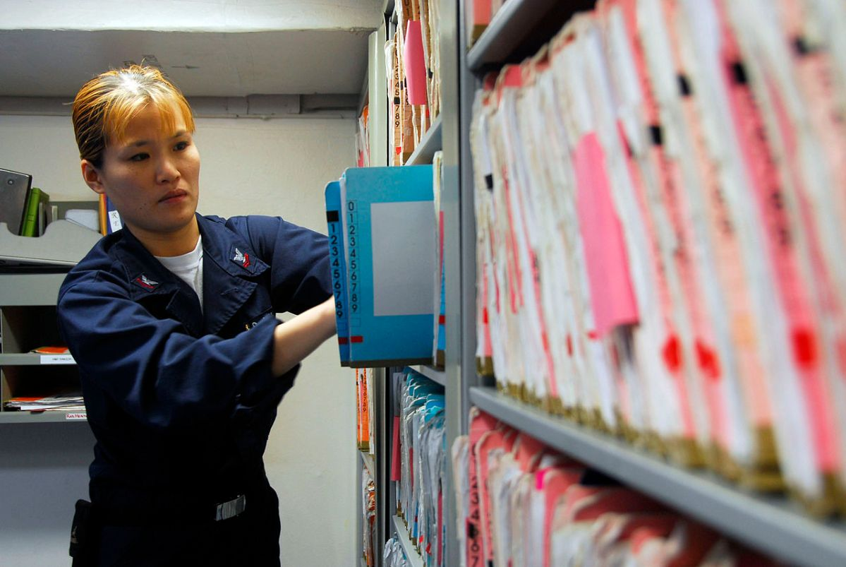 פסק דין: לסוכן ביטוח אסור לגבות דמי טיפול בגין טיפול סטנדרטי של העברת מסמכים למבטחת
