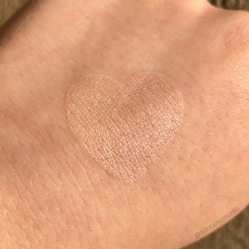 Aromaleigh Cosmetics Ostara highlighter in sun light