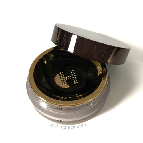 2018 cruelty free beauty favourites - Hourglass Cosmetics Veil Translucent Setting Powder - Polish and Paws blog