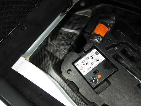 メルセデス・ベンツ S63 AMG 4マチックロングガラスコーティング施工、トランクカーボン画像