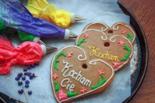 Pierniczki, Polish gingerbread decorated for Valentine's Day