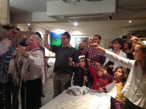 Lifting up the Torah after reading on Simcaht Torah