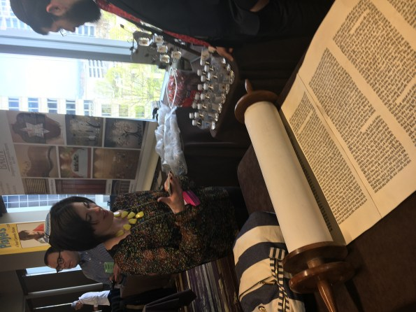 photo: Rabbi Rachel Saphire talks with the scribe Rabbi Moshe Druin