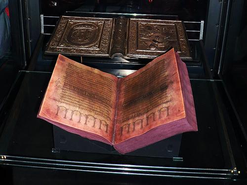 Facs-Codex Aureus-2