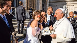 Vatican, Rome, Italy . 06th Nov, 2013. Vatican Pope Francis jokes with the newlyweds of the Rainbow Association Marco IAGULLI Onlus, which deals with the clownterapia (clown therapy) in hospitals, nursing homes, and orphanages. General audience 06 Novembe