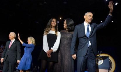 El presidente Obama saluda tras su discurso de despedida (Chicago, 10-01-2017)