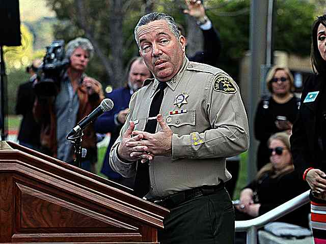 Los-Angeles-County-Sheriff-Alex-Villanueva-speaks-Jan27-2020-Getty.jpg