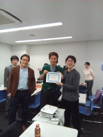 左から運営委員の赤江、正木、そしてPrize winnerの中尾さん