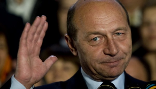 Mos Basescu da lectii de politica