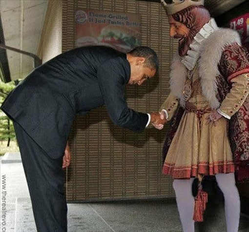 barack-obama-bowing-before-burger-king