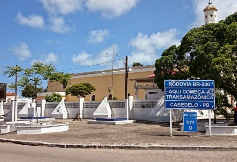 """""""São 60 mil seringas, o bastante para vacinar 30 mil pessoas em duas doses de forma imediata"""", garante Vitor Hugo, prefeito de Cabedelo"""