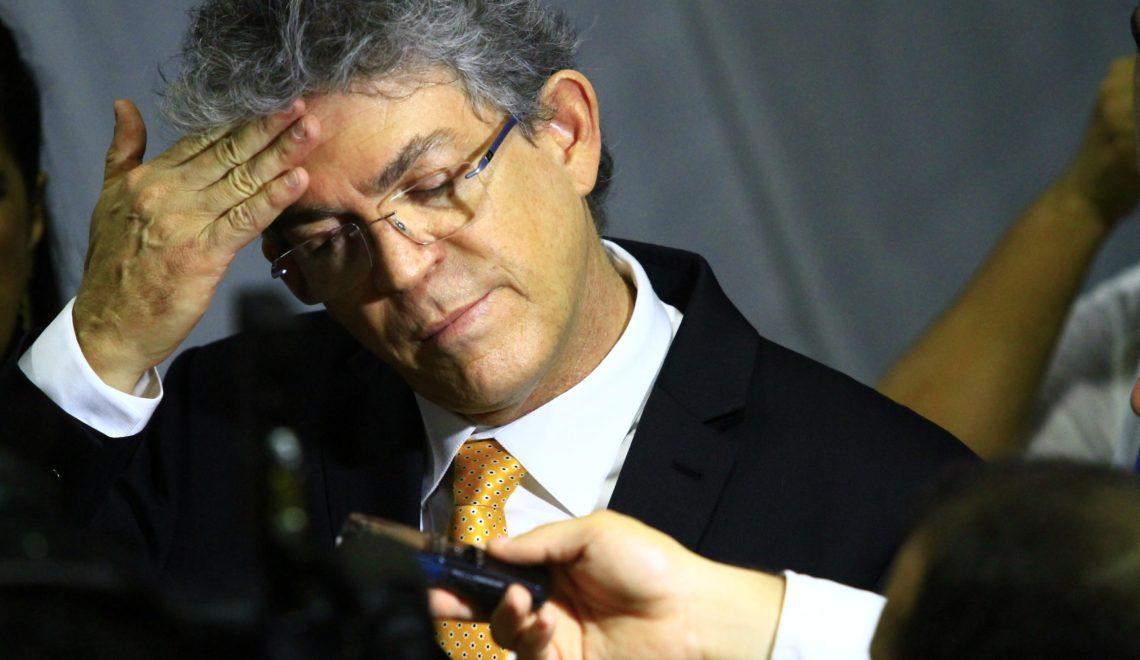Ricardo Coutinho tem contas reprovadas pelo TCE. MP deve investigar se houve improbidade