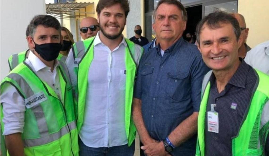 Em encontro com Bolsonaro, Romero sem máscara, veste a camisa do desrespeito à vida
