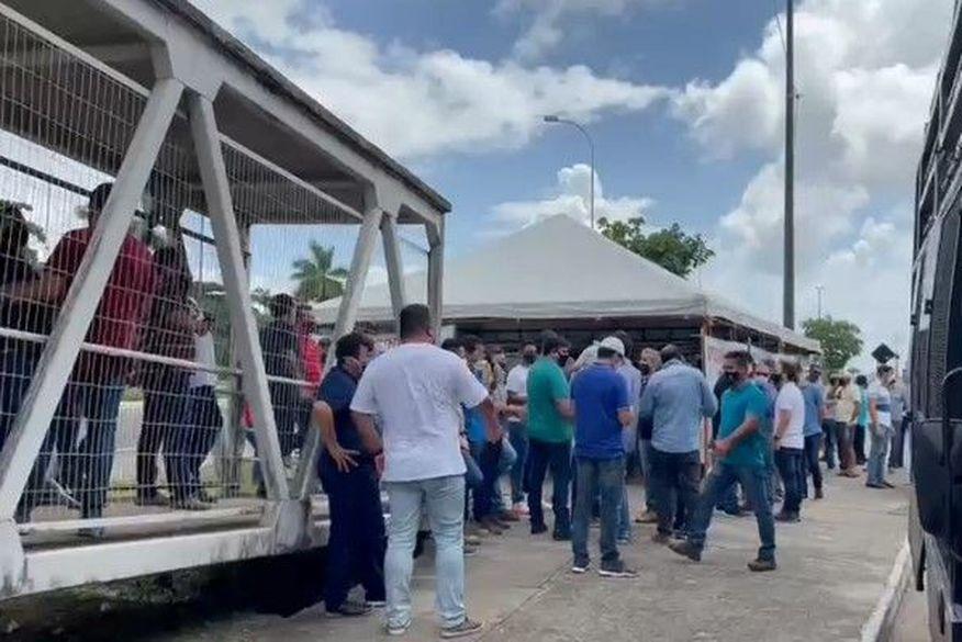 Profissionais da construção civil invadem Centro Administrativo em protesto. Prefeitura de João Pessoa lamenta e fala em diálogo