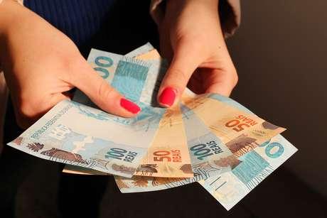 Sem ganho real, salário mínimo deve ser de R$ 1.169 em 2022