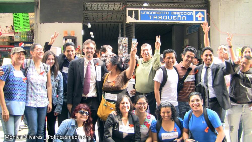 Intelectuales, estudiantes y sociedad civil en la Convocatoria #SaltoPorLaPatria, en la estación del metro Allende.